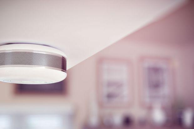 Steruj sprzętem AGD z poziomu smartfona, zapomnij o poruszaniu się w nocy po omacku i kontroluj stan zużywanej energii - domowa automatyka wkracza do kuchni.