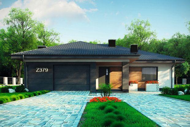 Z379 to tradycyjny dom parterowy z dachem wielospadowym o powierzchni do 140 mkw. urzekający połączeniem nowoczesności i klasyczności. Zaprojektowano go na planie kostki z wysuniętym garażem jednostanowiskowym oraz z pomieszczeniem gospodarczym.