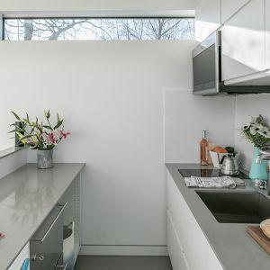Dom został podzielony na strefy. Każdej z nich jest przyporządkowana jedna funkcja, tak aby ułatwić mieszkańcom maksymalne wykorzystanie walorów danej przestrzeni. Fot. Kasita