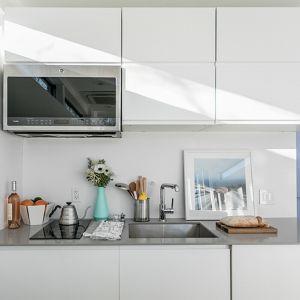 W domu jest też w pełni wyposażona kuchna ze wszystkimi mediami, dostępem do prądu, wody. Fot. Kasita