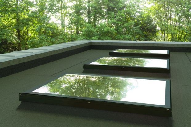 Montaż okna na dachu płaskim