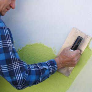 Drugą kategorię tworzą farby strukturalne, które częściej wybierają osoby chcące osiągnąć nietuzinkowy efekt końcowy. Pozwalają one nie tylko ozdabiać ściany kolorem, ale też dają niezwykłe wzory, które kontrastowo ozdobią część mieszkania. Fot. Arsanit