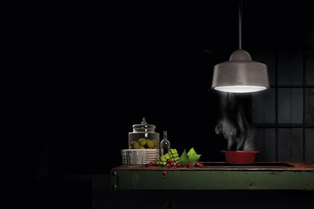 Marzysz o kuchni z wyspą, w której umieszczona jest kuchenka? Jeszcze do niedawna takie rozwiązanie było niepraktyczne ze względu na trudność zamontowania nad nią wyciągu. Dziś nowoczesne pochłaniacze wyspowe nie tylko efektywnie pochłaniają