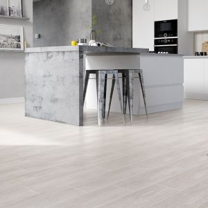 Ponadto płytki są lepszym wyborem w przypadku zastosowania ogrzewania podłogowego, idealnie przewodzą ciepło i dobrze znoszą wahania temperatur. Fot. Cersanit