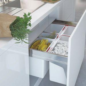 Kolejnym rozwiązaniem, które usprawni nam wykonywanie codziennych obowiązków w kuchni, są systemy szuflad Comfort Box. Pozwalają one na pełny wysuw, co zdecydowanie ułatwia dostęp do przechowywanych tam przedmiotów.Fot. Rejs