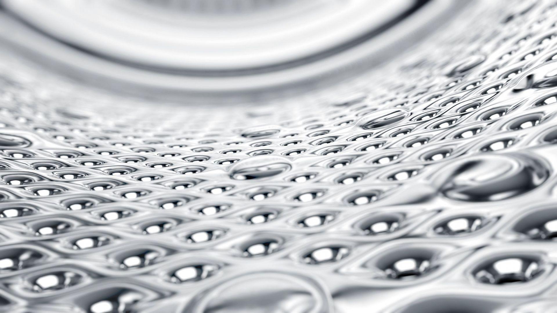 Urządzenie zwraca uwagę nie tylko wysoką jakością użytych materiałów i precyzją wykończenia, ale też strukturą bębna pralki. Wykorzystanie wzoru w kształcie pereł jednocześnie zwiększa wydajność prania i wirowania oraz zabezpiecza praną odzież przed zniszczeniem.Fot. Kernau