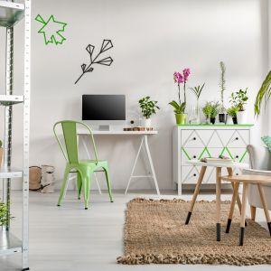 Niezawodnym sposobem na wprowadzenie wiosennej aury do domu są radosne, soczyste kolory. Pierwsza na myśl przychodzi oczywiście zieleń, której wszystkie odcienie – od limonki po malachitowy – świetnie sprawdzają się we wnętrzach. Fot. Dekoral
