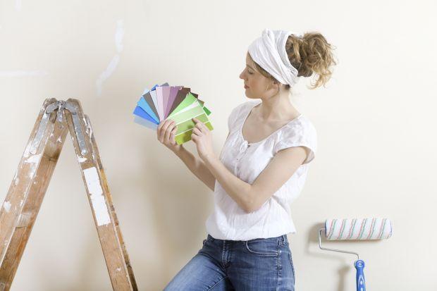 Kolory ścian przytłaczają, zarysowana podłoga przypomina o konieczności wymiany, a przypadkowe meble utrudniają poruszanie się po sypialni? Bez obaw –remont mieszkania to dla kobiet robótki ręczne XXI wieku. Wystarczy pomysł, cierpliwość i