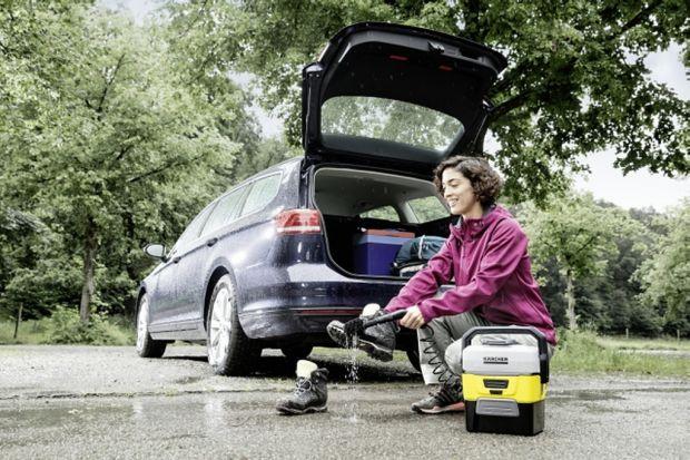Myjka terenowa to urządzenie, które pozwoli wyczyścić rower, motor czy inne przedmioty w każdym miejscu bez konieczności dostępu do sieci elektrycznej. To sprytne urządzenie jest zasilane bateryjnie i wyposażone w zbiornik wody, dzięki czemu mo�