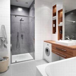 Nawet najmniejszą łazienkę można obecnie urządzić tak, aby spełniała nasze oczekiwania i była dopasowana do potrzeb każdego użytkownika. Fot. Sanplast