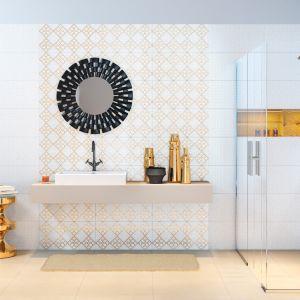 Delikatne wzory, ułożone na ścianach lub podłodze łazienki, nadadzą jej indywidualny charakter. W zależności od tego, jaki styl jest nam najbliższy, mamy do wyboru różne desenie, formaty i kolory. Fot. Opoczno