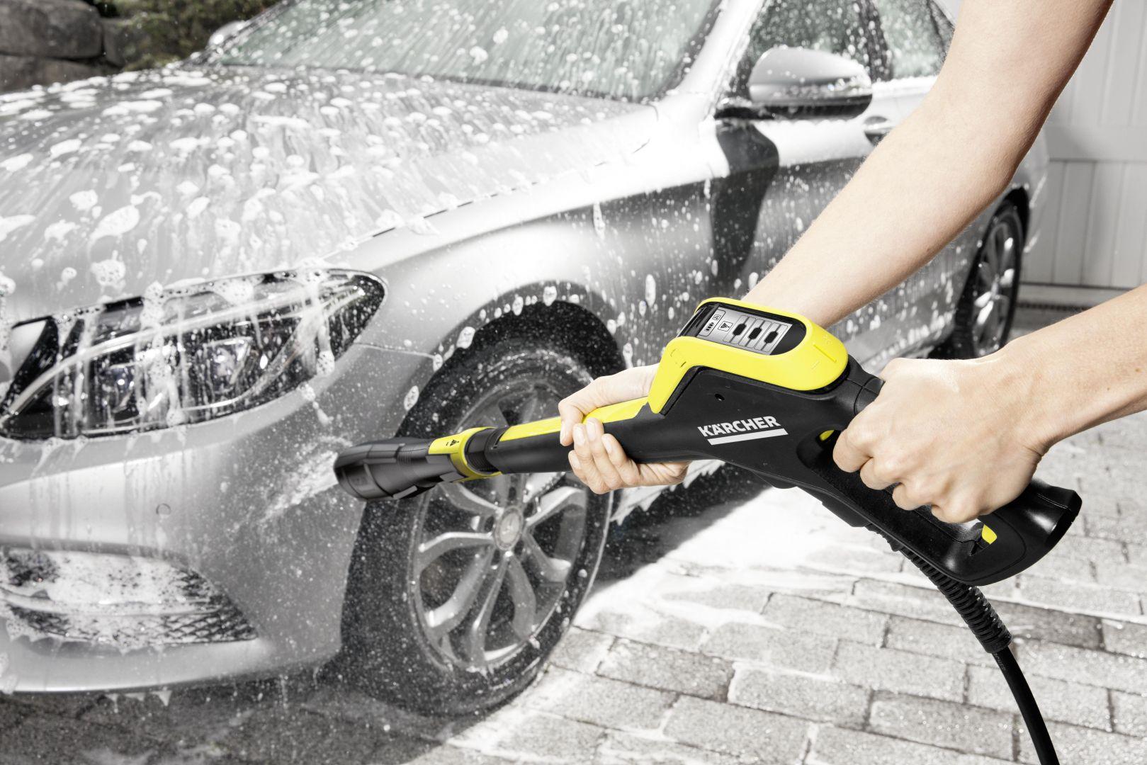 W przypadku okazjonalnego korzystania z urządzeń wysokociśnieniowych, czyszczenia niewielkich obiektów: narzędzi, roweru czy do typowego mycia samochodu osobowego, odpowiednim rozwiązaniem jest zastosowanie modelu w klasie wydajności od K2 do K4. Fot. Kärcher