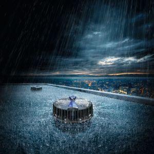 Naprawdę skuteczny system deszczowej kanalizacji dachowej ma w zasadzie realizować jedno podstawowe zadanie – szybko i w kontrolowany sposób odprowadzać wodę z dachu. Fot. Geberit