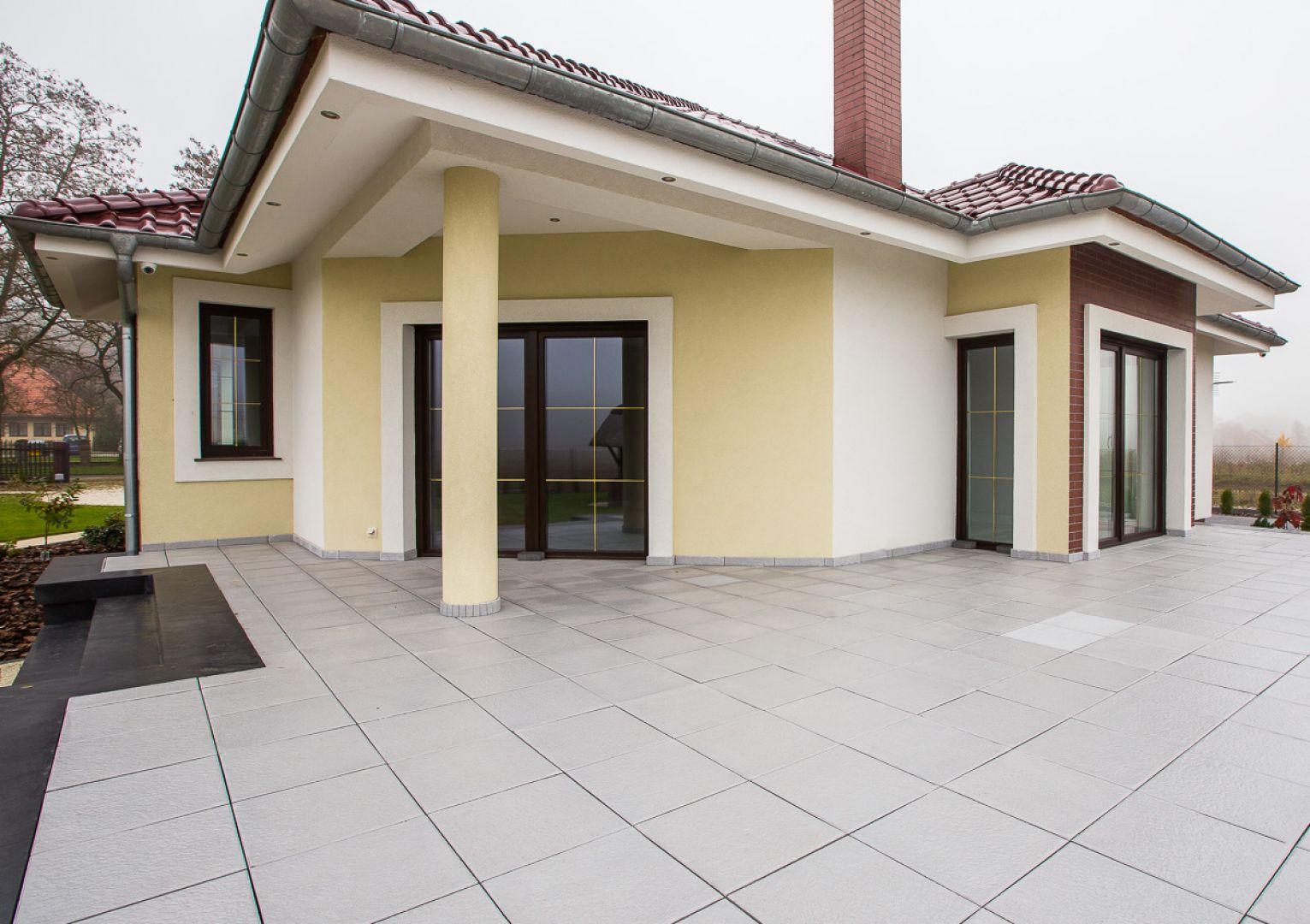 Tarasy i balkony to powierzchnie, które wystawione są na nieustanne działanie czynników atmosferycznych. Fot. Dasag