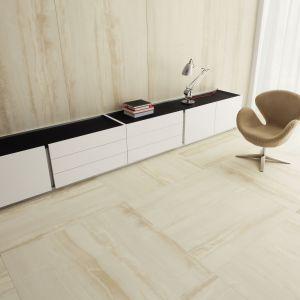 Dla osób, które pragną w swoim domu spotęgować wrażenie niemal jednolitej powierzchni, idealnym rozwiązaniem będą płyty Monolith w największym formacie – 120x240 cm. Fot. Tubądzin