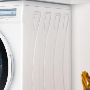 Poza wyborem bezpiecznych środków piorących, z których korzystamy na co dzień, warto zastanowić się nad konkretnym modelem pralki, który ułatwi antyalergiczne pranie. To specjalne technologie dedykowane alergikom, ale też programy przystosowane do prania dziecięcych ubranek, które również wymagają większej ochrony. Fot. Kernau