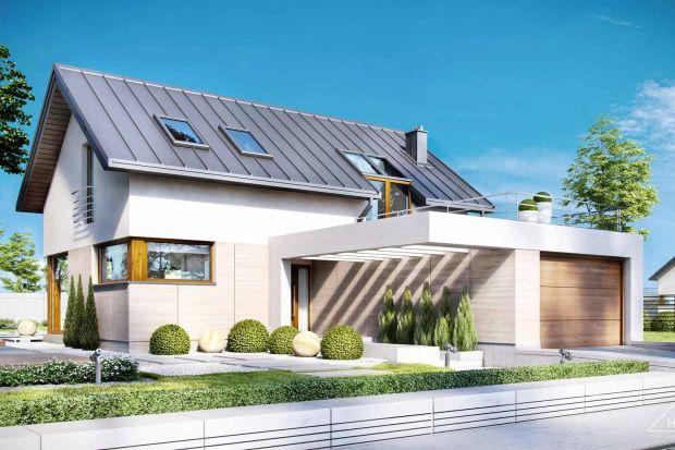 Projekt HomeKONCEPT 18 to niewielki dom urzekający wyglądem i bardzo praktycznym rozwiązaniem przestrzeni wewnętrznej. Lekkości i niepowtarzalnego stylu dodają mu piękne przeszklenia w jadalni i salonie.