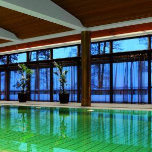 Szkło to zapewnia także komfort termiczny wewnątrz pomieszczeń, poprzez wyeliminowanie efektu zimnego okna. Przy spełnieniu odpowiednich warunków, szkło to może nawet pełnić funkcję głównego źródła ogrzewania. Fot. Glassolutions Polska