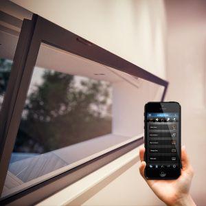 Podstawowym zadaniem inteligentnego czujnika jest monitorowanie stanu zamknięcia drzwi i okien w domu oraz mieszkaniu. Fot. Fibaro