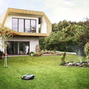 W erze nowoczesnych technologii inteligentne rozwiązania nie tylko dla domu, ale także dla ogrodu stają się coraz bardziej popularne. Pomagają zaoszczędzić czas, ale przede wszystkim za pomocą telefonu można zorganizować wszelką pracę zintegrowanych ze sobą urządzeń. Fot. Gardena