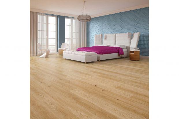 Aranżując domową przestrzeń warto zwracać uwagę na najdrobniejsze szczegóły. Jednym z nich są listwy przypodłogowe, których kolorystyka, wielkość czy kształt mogą zdeterminować wygląd pomieszczenia. Kreując wnętrza w duchu najnowszych t