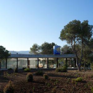 Dach domu pełni funkcję schronienia i tworzy obwód dla powierzchni użytkowej. Fot. Bas Princen