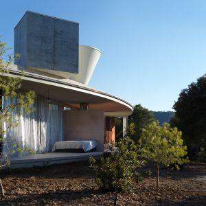 Zbiorniki na magazynowanie wody zostały umieszczone na dachu domu. Fot. Bas Princen
