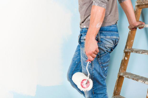 Choć malowanie ścian może wydawać się najłatwiejszym zadaniem w całym remoncie, to jednak podczas prac możemy napotkać różne niespodziewane sytuacje. Częstokroć zdarza się, że farba kończy się jeszcze przed położeniem drugiej warstwy. S