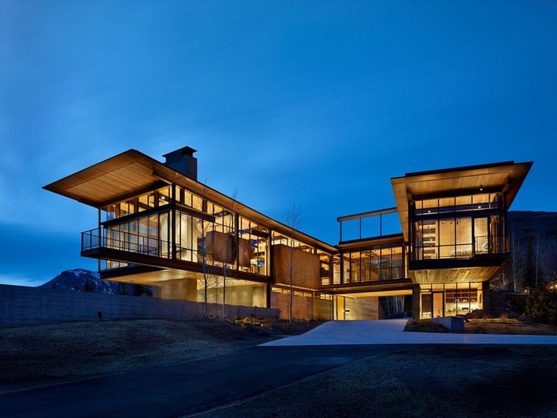 Okazały dom Bigwood zaprojektowany przez Olsona Kundiga. Fot. Benjamin Benschneider