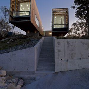 Two Hulls House zaprojektowany przez  Mackay-Lyons Sweetapple Architects. Fot. Greg Richardson