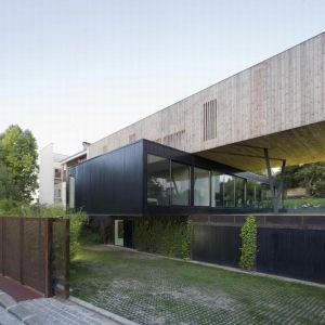 R House w Sèvres zaprojektowany przez Colboc Franzen & Associates. Fot.Cécile Septet