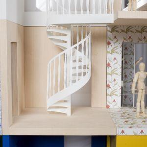 """Domek dla lalek """"Lifschutz"""" zaprojektowany przez Davidsona Sandilandsa składa się z trójstronnych pokoi, które można układać i przestawiać. Fot. Thomas Butler"""