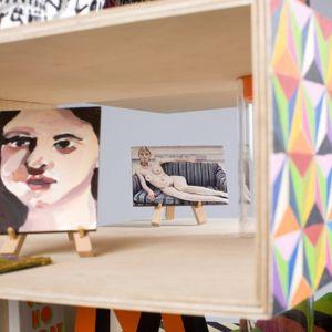Domek dla lalek autorstwa: Morag Myerscough i Luke Morgan wyróżnia się  wibrującą, wielopoziomową strukturą. Fot. Thomas Butler
