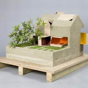 Wnętrze Domu lalek autorstwa Coffey Architecture jest zbudowane z betonu, a znalazło się w nim miejsce na drzewko bonsai i ogród ziołowy.Fot. Thomas Butler