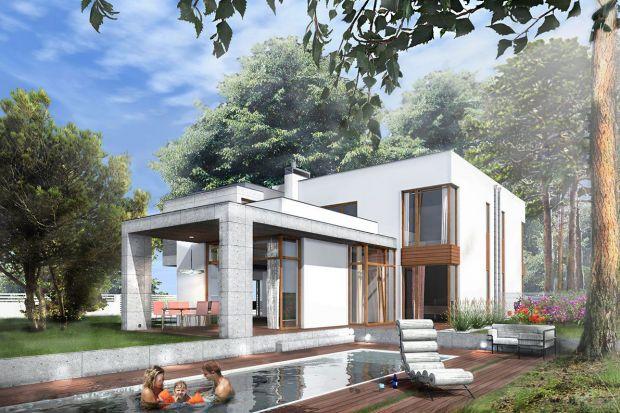 Nowoczesne domy w zabudowie bliźniaczej po 190 mkw każdy, wkomponowane w panoramę Podkowy Leśnej – to jedna z najnowszych realizacji z wykorzystaniem stolarki otworowej firmy Internorm. Wyjątkowe bryły zaprojektowane przez pracownię architektonic