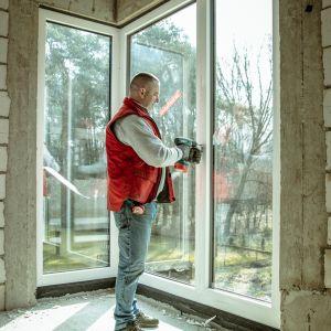 Minimalistyczny i kanciasty design okna sprawia, że świetnie sprawdza się ono w nowoczesnym budownictwie. Fot. Internorm