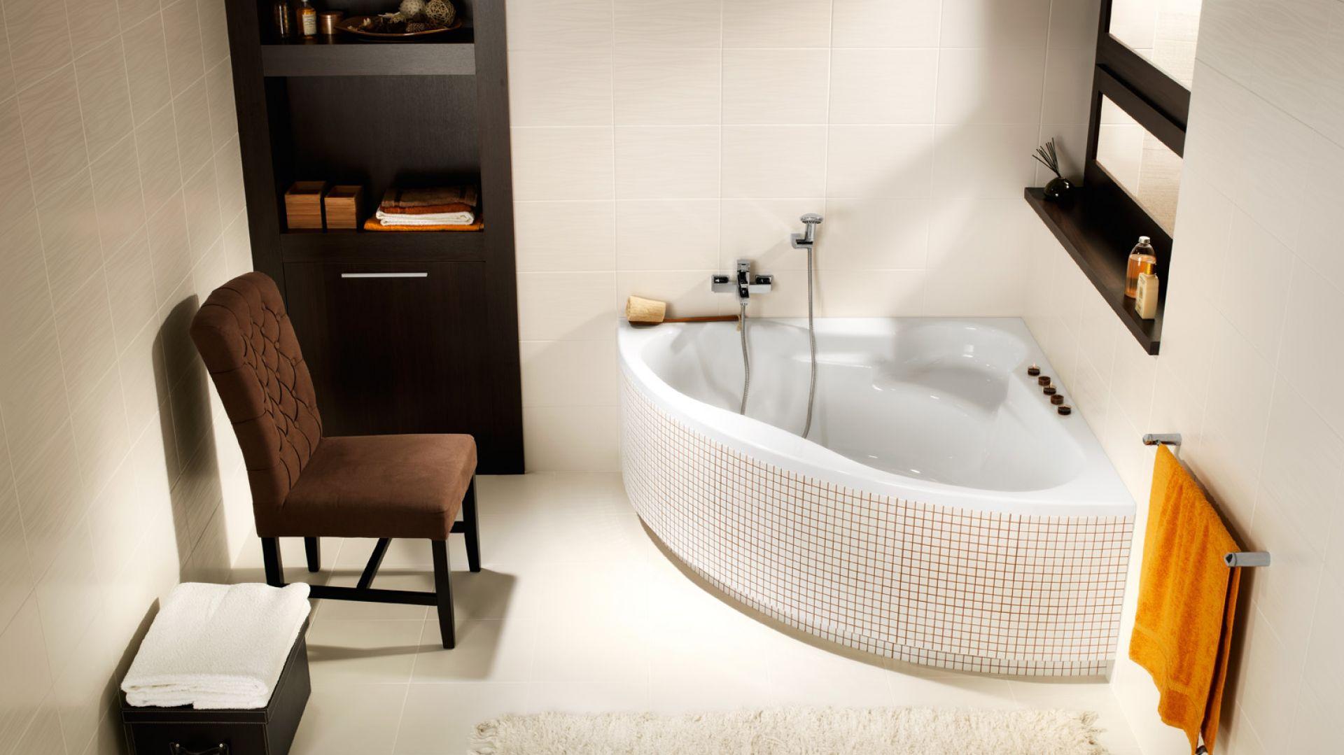 Coraz bardziej doceniamy proste przyjemności iczas spędzony wdomu. Nawet najmniejsza łazienka powinna być więc urządzona tak, by nie tylko pełniła funkcję praktyczną, ale stała się również naszym prywatnym miejscem relaksu, gdzie możemy odpocząć izadbać ourodę. Fot. Cersanit