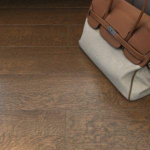 Łatwo je utrzymać wczystości, nie wymagają konserwacji, nie zmieniają koloru i – co ważne wpomieszczeniach o podwyższonej wilgotności – są odporne na zachlapanie wodą (wprzeciwieństwie do drewna, które może się wypaczać). Fot. Opoczno