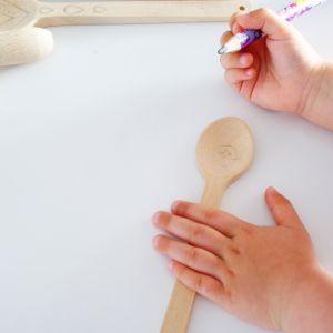Do zabawy w wymyślanie nowych wzorów możesz zaprosić dzieci. Narysowane przez nich ołówkiem rysunki wystarczy potem odwzorować urządzeniem Versatip. Pamiętaj, aby podczas pracy urządzenia, dzieci nie przebywały w tym samym pomieszczeniu. Fot. Bosch