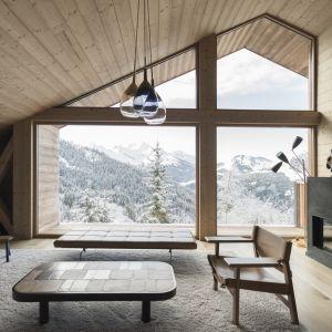 Z drugiej strony architektom zależało na stworzeniu oryginalnego projektu, wyróżniającego się od  tradycyjnych domów górskich. Fot. Fot. Simone Bossi