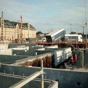 Podziemne kondygnacje budynku teatru mają podwójne betonowe ściany. Aby ściana wewnętrzna była całkowicie sucha, przyjęto rozwiązanie polegające na zatrzymaniu wody, która mogłaby przenikać przez zewnętrzną ścianę. Fot. Weber Leca®