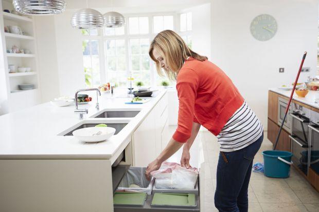 Kosz na śmieci, który zdobi kuchnię