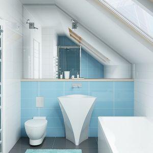 Łazienkę na poddaszu urządzono w minimalistycznym, nowoczesnym stylu. Duże lustro nad zlewem powiększa optycznie wnętrze. Fot. Z500