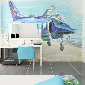 W pokoju dziecka uwagę zwraca pomalowana ściana. Samolot na pewno przypadnie do gustu mieszkającemu w pokoju chłopakowi. Fot. Z500