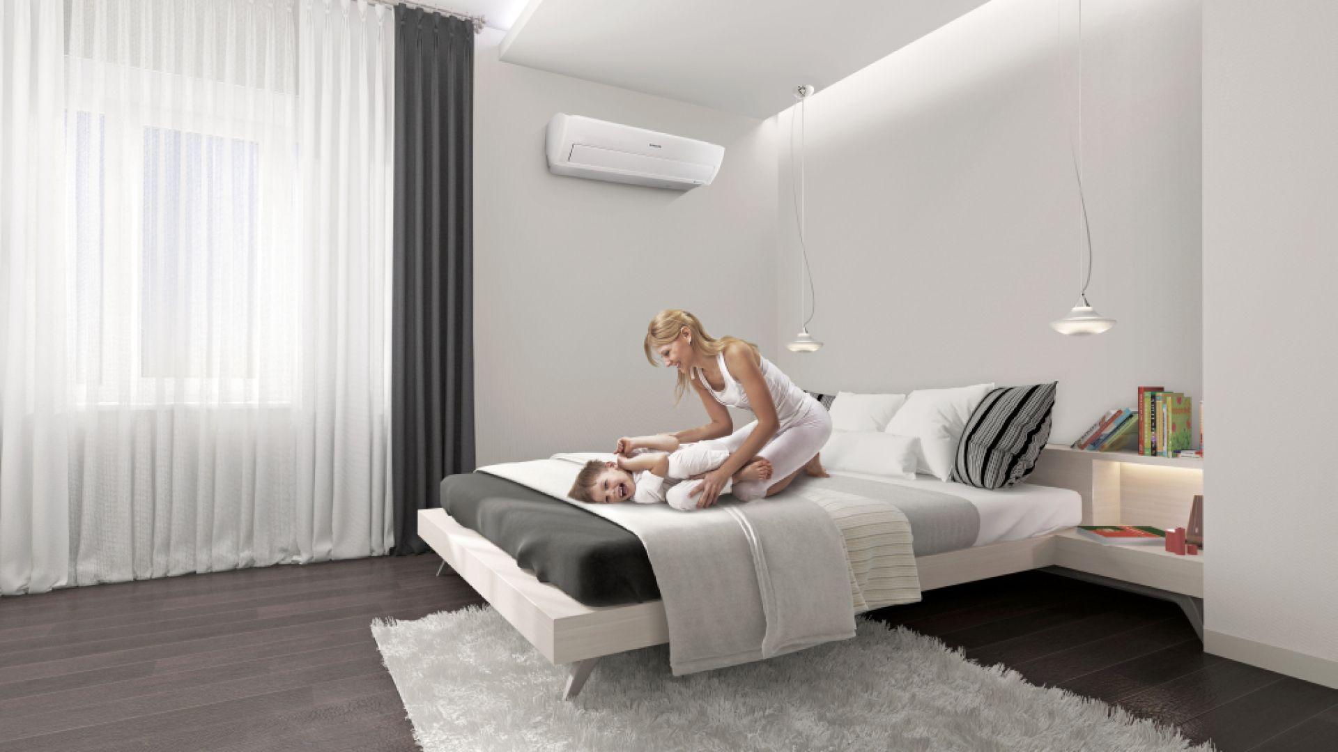 Nowoczesne klimatyzatory wyposażone są w oczyszczacze, które nie tylko nie szkodzą naszemu zdrowiu, ale poprawiają jakość powietrza, dzięki czemu alergicy, osoby starsze i dzieci mogą oddychać spokojnie. Fot. Samsung
