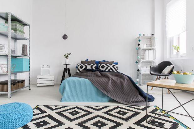 Aranżując sypialnię, możemy wykorzystać ulubiony styl wnętrzarski i stworzyć indywidualny, wymarzony wystrój. Pamiętajmy jednak o tym, że w tym pokoju najważniejszy jest zdrowy sen.