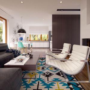 Przestrzeń dzienna w postaci open space'u łączy w sobie salon, jadalnię i kuchnię. Fot. Archetyp