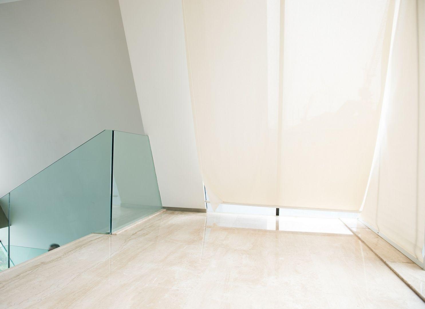 Marmur Crema Veneziana to niezwykle rzadka odmiana, która stanowi chlubę kamieniołomu prowadzonego przez rodzinę Ratti. Spośród całości marmuru wydobywanego w Marmo di Orosei zaledwie 6% stanowi Crema Veneziana. Fot. Interstone