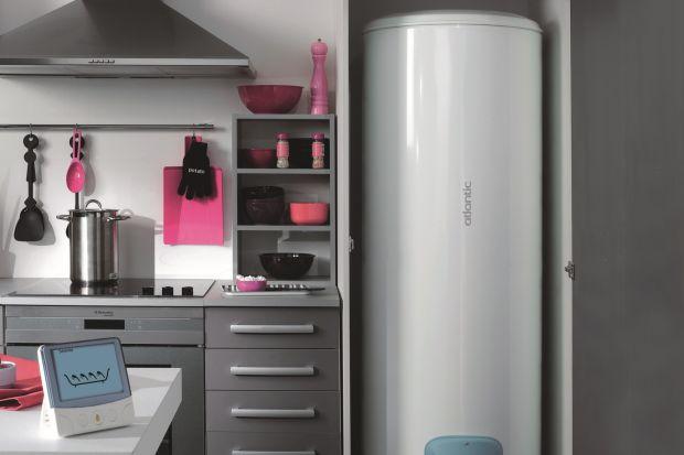 Na rynku dostępny jest ogrzewacz wody, z cyfrowym sterowaniem, który dostosowuje się do rytmu życia rodziny. Zarządzamy jego pracą poprzez przenośny sterownik z wyświetlaczem LCD. W porównaniu z klasycznym ogrzewaczem, pozwala uzyskać do 20% osz