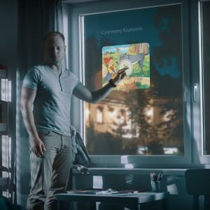 Od dziś oglądanie filmów z YouTube, galerii zdjęć czy przeglądanie informacji w popularnych kanałach internetowych podczas codziennych czynności takich jak gotowanie, przeglądanie maili, czy oglądanie ulubionych programów i seriali  na oknie, stało się rzeczywistością. Drutex stworzył okno, które zastępuje funkcje telewizji, tabletu czy narzędzia do pracy. Fot. Drutex